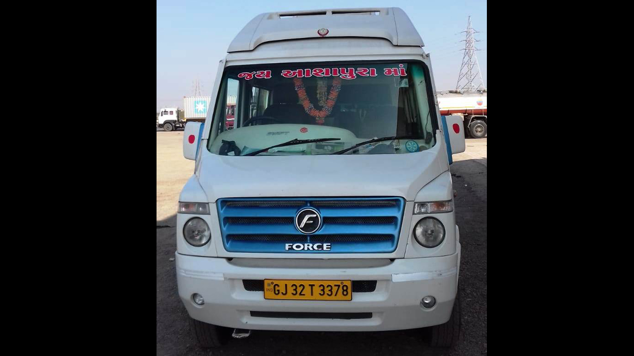 15 Seater Normal Tempo Traveller